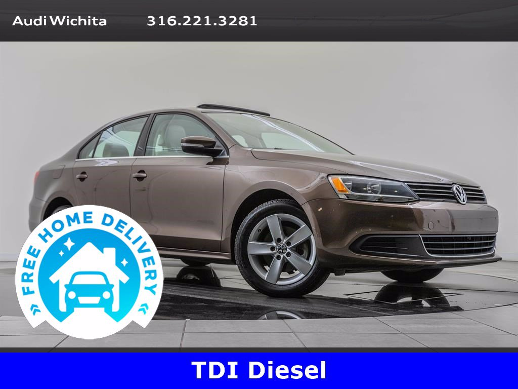 Pre-Owned 2013 Volkswagen Jetta Sedan TDI 2.0